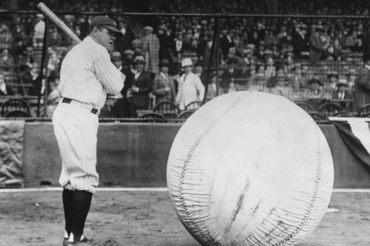La maldición de Babe Ruth: El dueño de los Red Sox vendieron en 1920 a George Herman Ruth, más conocido como Babe Ruth, a los New York Yankees, acérrimo rival. Luego de eso no ganaron una Serie Mundial hasta 2004. Foto:Getty Images. Imagen Por: