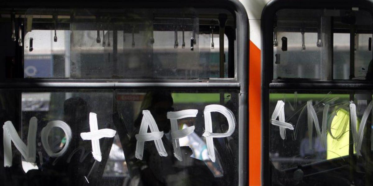 Trabajadores de parlamentarios se unen a paro nacional convocado por No+AFP