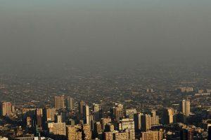 Santiago posee altos indices de contaminación, lo cual genera una gran huella de carbono que daña al medioambiente y contribuye al calentamiento global. Foto:Getty. Imagen Por: