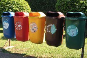 El reciclaje es una práctica que ayuda a disminuir la huella de carbono y colabora a disminuir el calentamiento global. Foto:Getty. Imagen Por:
