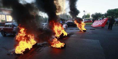 Barricadas, buses del Transantiago quemados y problemas en el Metro al inicio de paro nacional