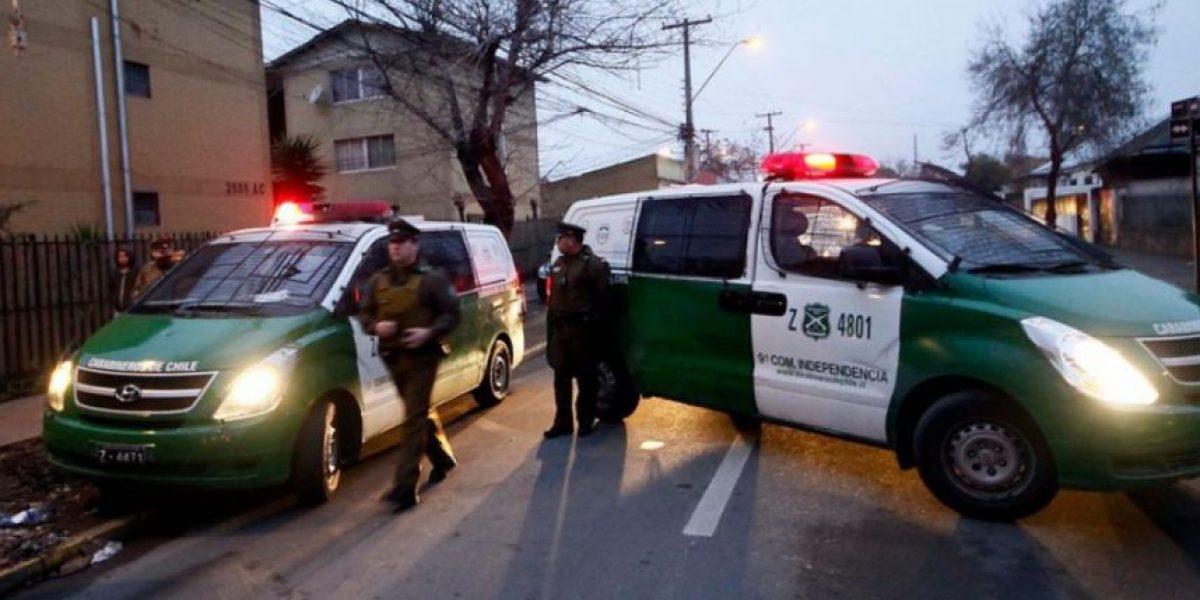 Sujeto lanza combustible e intenta quemar a dos indigentes en Santiago