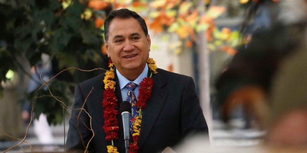 """Alcalde de Isla de Pascua cuenta los objetivos de su mandato: """"Autonomía y creación de una universidad"""