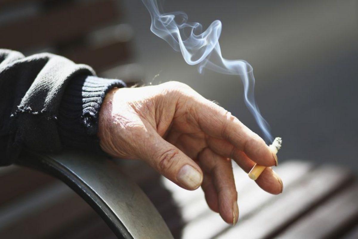 Los estudios señalan que fumar un solo cigarrillo acorta tu vida en unos 11 minutos. En general, tu expectativa de vida se reduce en unos 7-8 años si eres fumador. Foto:Getty Images. Imagen Por: