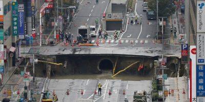 Socavón gigante provoca el caos en la ciudad japonesa de Fukuoka