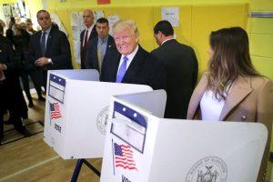 Porque, al parecer, vigiló el voto de su esposa Foto:AFP. Imagen Por: