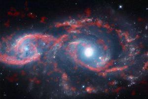 Image CaptioLas imagenes registradas desde el radiotelescopio Alma, permiten confirmar la teoría de colisión de galaxias. n Foto:Reproducción radiostelecopio Alma. Imagen Por: