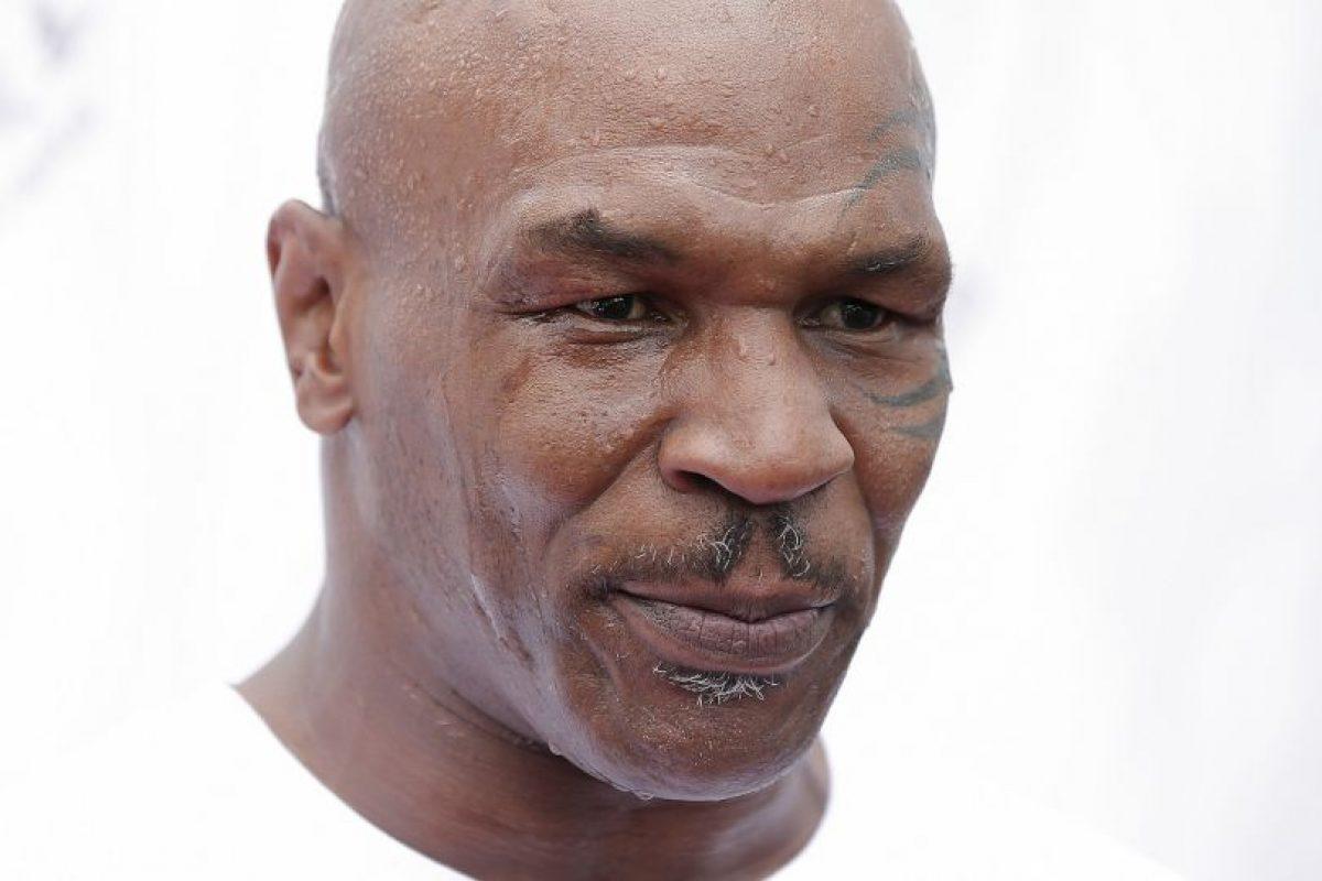 Mike Tyson: En 1992, el exboxeador estadounidense que consiguió en dos ocasiones el cetro mundial de los pesados fue sentenciado a 10 años de prisión por haber violado a una mujer de 18 años de edad. A pesar de la sentencia, Tyson obtuvo su libertad tres años después. Foto:Getty Images. Imagen Por: