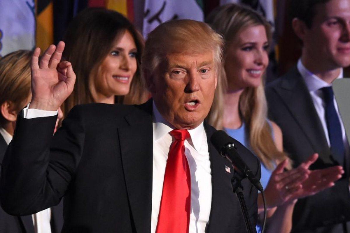 """""""Seré el presidente de todos los estadounidenses"""", anunció Trump exultante en su discurso triunfal, rodeado de su mujer, Melania Trump y sus hijos. Foto:Afp. Imagen Por:"""