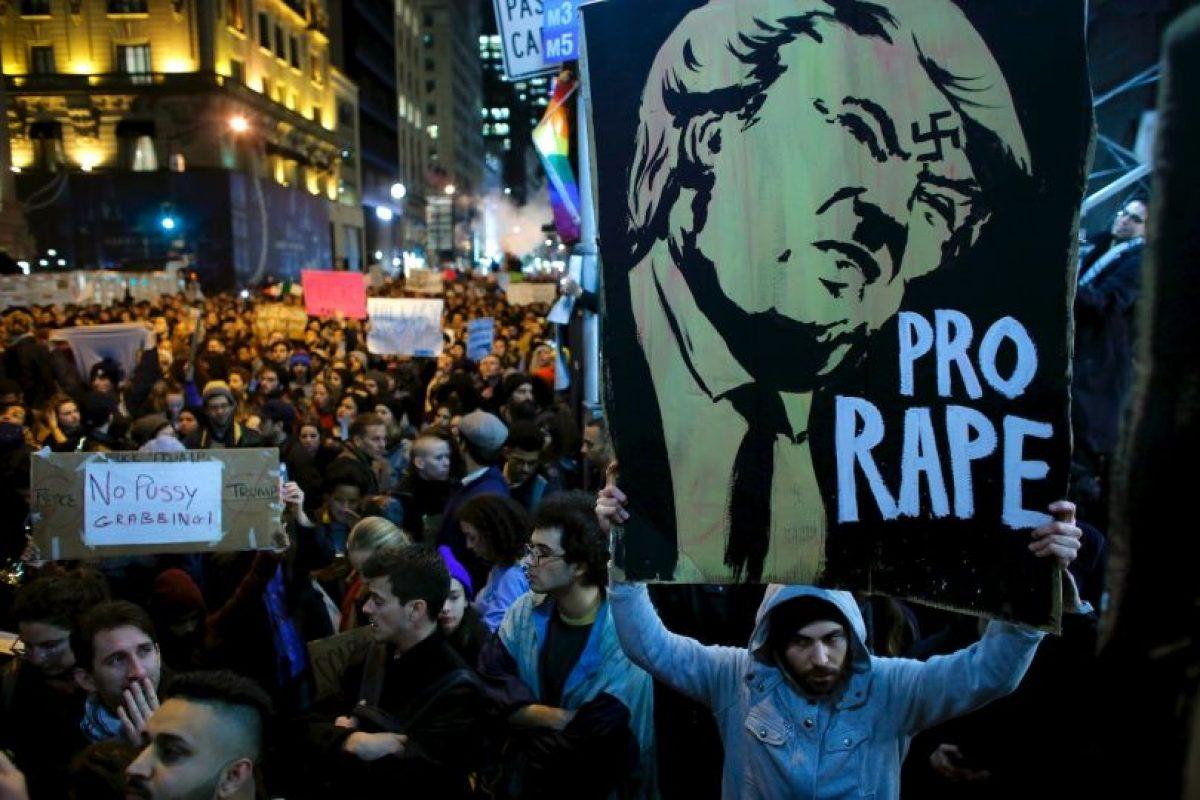 """Todas con el lema """"No es mi presidente"""" Foto:AFP. Imagen Por:"""