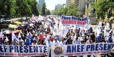 Multitudinarias marchas en Santiago y Valparaíso marcan jornada de protestas