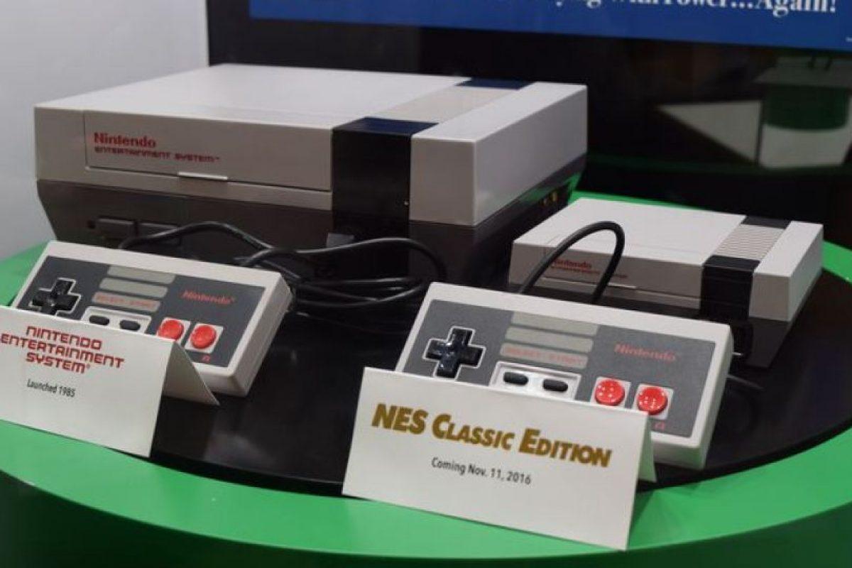 La NES Classic es de menor tamaño que la original y no utiliza cartuchos, ya que trae precargados los 30 mejores juegos de la conocida consola de sobremesa. Foto:Nintendo. Imagen Por: