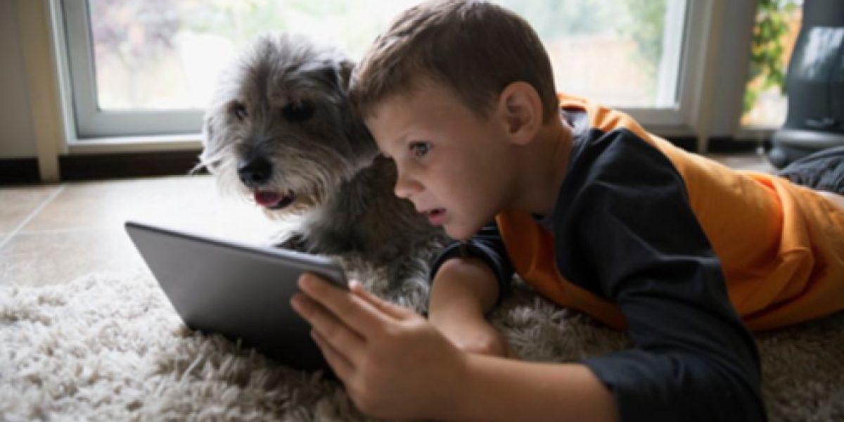 Encerrados: un 75% de los niños chilenos ve televisión como principal actividad de su tiempo libre