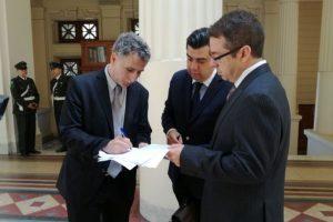Los diputados presentando el recurso Foto:Gentileza. Imagen Por: