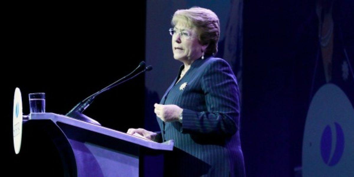 Presidenta Bachelet en cena de la Sofofa: