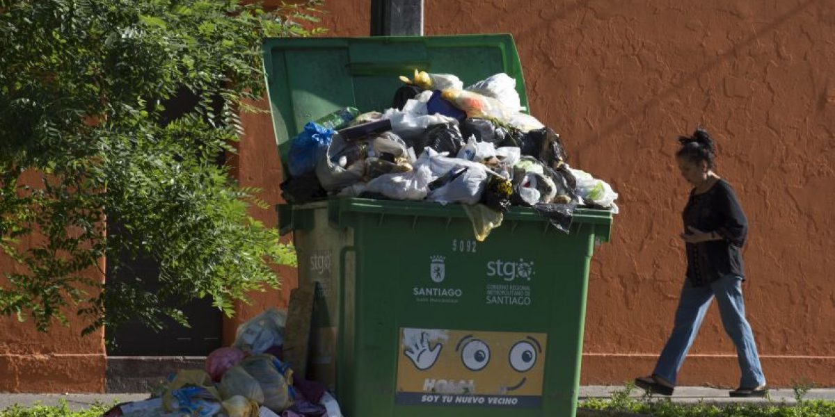 7 comunas apoyarán retiro de basura de Santiago tras paro de funcionarios públicos
