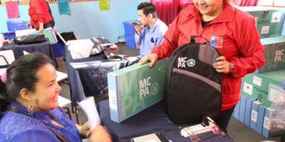 Presidenta Bachelet entrega cerca de 4 mil computadores a estudiantes adultos