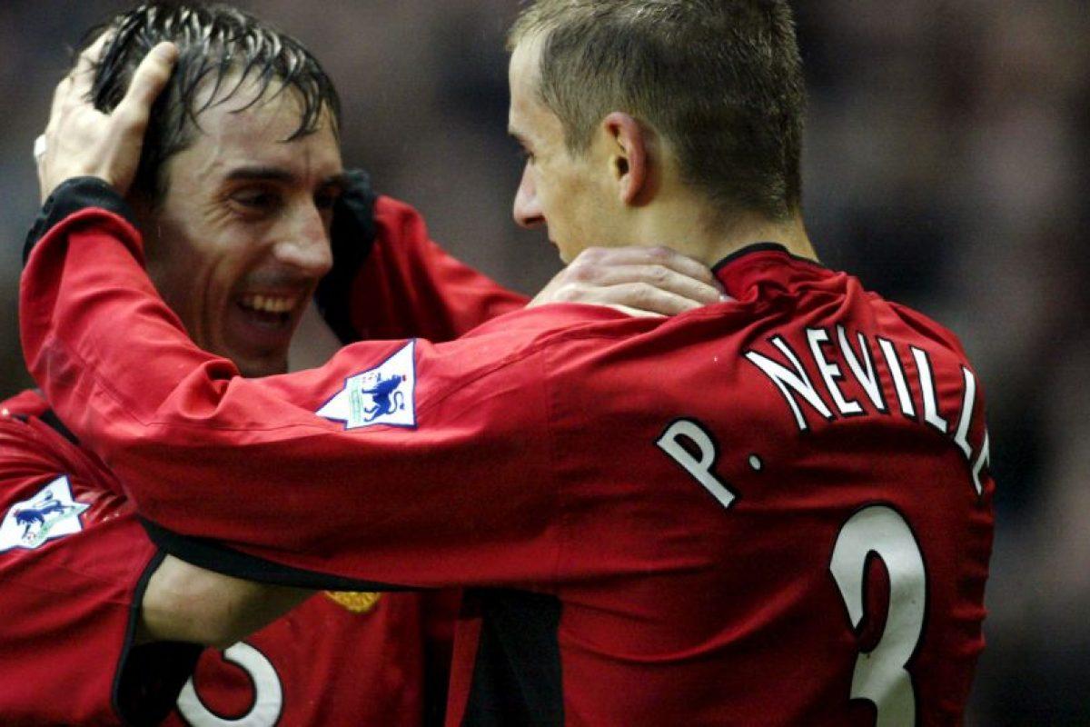 Gary y Phil Neville: Otros de los famosos hermanos que compartieron equipos y que se cansaron de ganar en Manchester United Foto:Getty Images. Imagen Por: