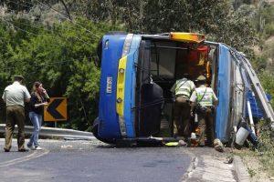 El volcamiento del bus habría ocurrido este sábado al medio día en la cuesta La Dormida. Foto:Aton. Imagen Por: