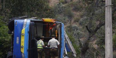 Dan por fallecidos a 2 menores tras volcamiento de bus en cuesta La Dormida