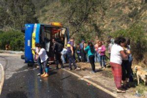 Image CaptionLos heridos de mayor gravedad serán trasladados en helicóptero a Santiago. Foto:Reproducción Twitter. Imagen Por: