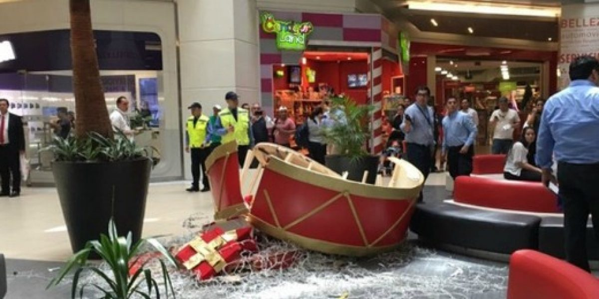Sernac le pide explicaciones a mall donde ocurrió accidente con adorno navideño