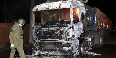 Ataque incendiario en La Araucanía deja cuatro camiones quemados