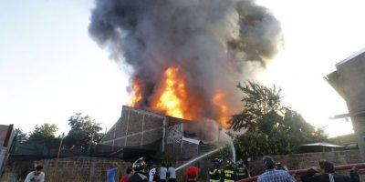 Incendio que afectó a fábrica de plásticos en Ñuñoa fue controlado