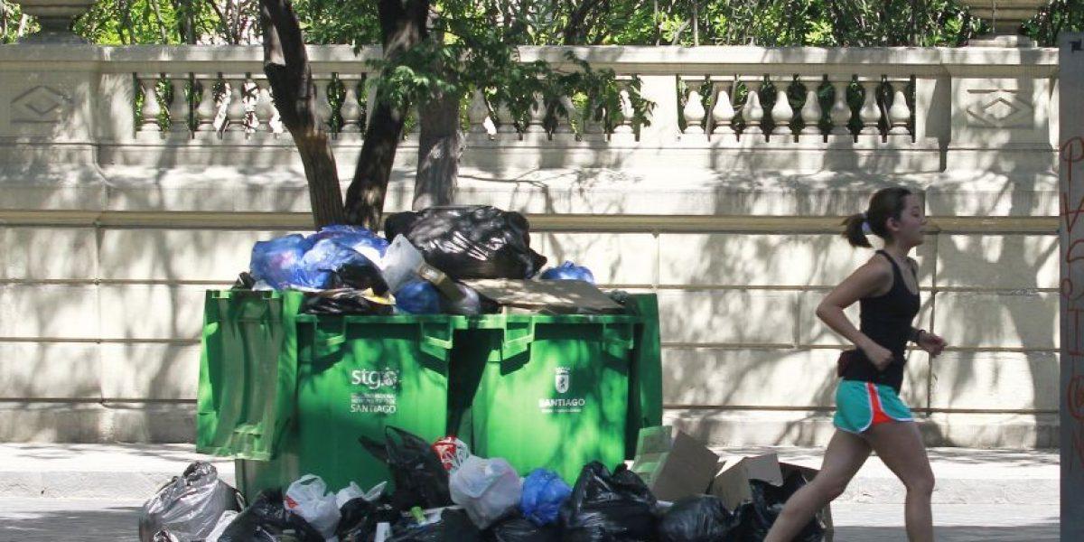 Más de mil toneladas de basura permanecen en edificios residenciales de Santiago Centro