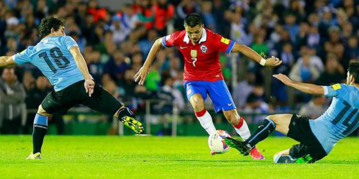 ¿Cuánto ganan las estrellas de La Roja y de la Selección Uruguaya?
