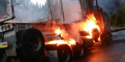 Ataque incendiario deja como saldo dos camiones quemados en el Biobío