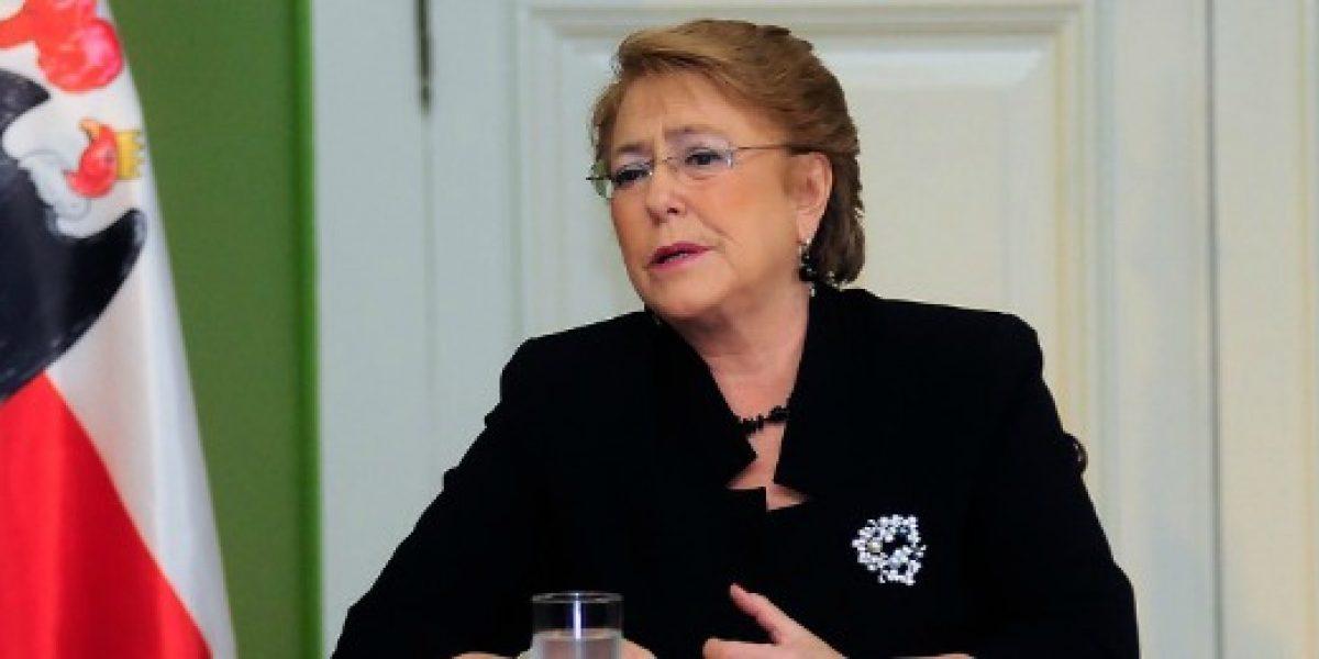 Bachelet advierte que nueva propuesta por reajuste es la última