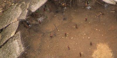 Las increíbles imágenes de la tribu amazónica que está a un paso de ser aniquilada