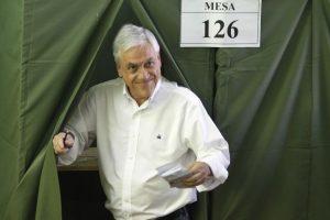 Por otro lado, la Nueva mayoría planteó crear una comisión para investigar negocios de Sebastián Piñera que habrían caído en conflicto de interés y uso de información privilegiada. Sin embargo, la instancia no fue aprobada por no contar con los votos suficientes. Foto:Agencia UNO. Imagen Por: