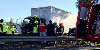 Tres lesionados deja choque entre dos camiones en la Autopista del Sol