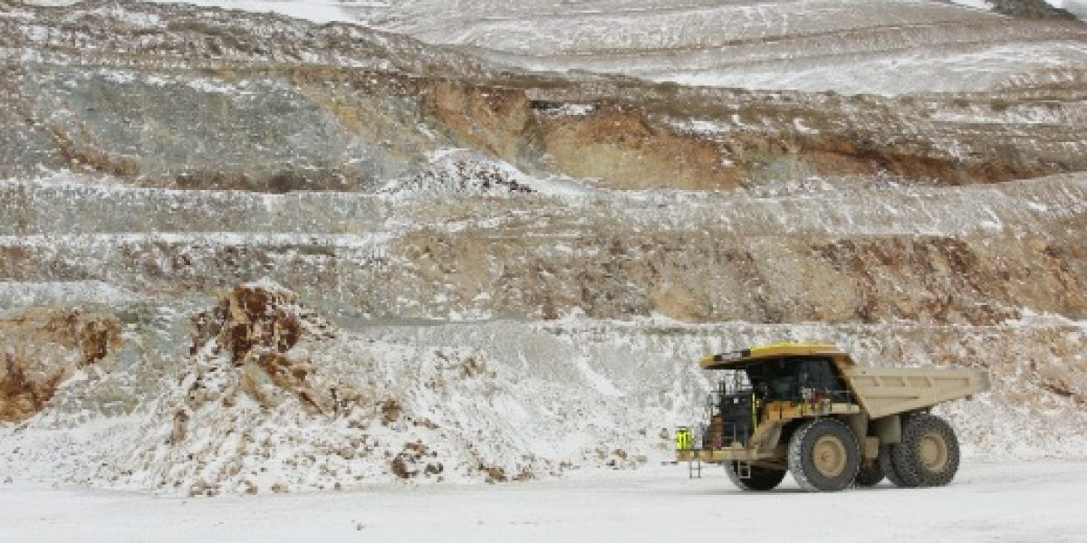 Precio del cobre baja 0,60% en Bolsa de Metales de Londres