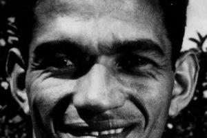Garrincha: Mítico futbolista brasileño que ganó los Mundiales de 1958 y 1962. Tan conocido por su capacidad regateadora y por su velocidad como por su adicción al alcohol, las fiestas y las mujeres. Su fama no supo administrarla y se fue por el mal camino, no llegando a explotar como lo merecía un jugador de su talento. Foto:Getty Images. Imagen Por: