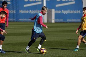 PSG le facilitó el avión a Lionel Messi y Mascherano para volver a Barcelona Foto:Twitter Barcelona. Imagen Por: