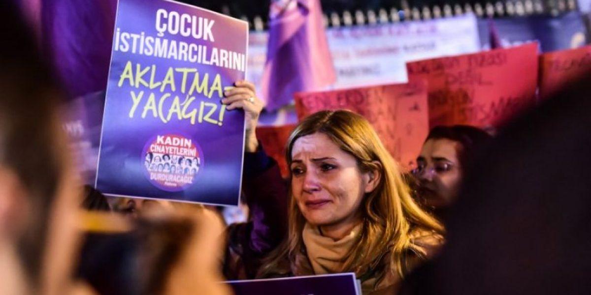 Oleada de protestas en Turquía por  nueva ley para perdonar al abusador que se case con su víctima