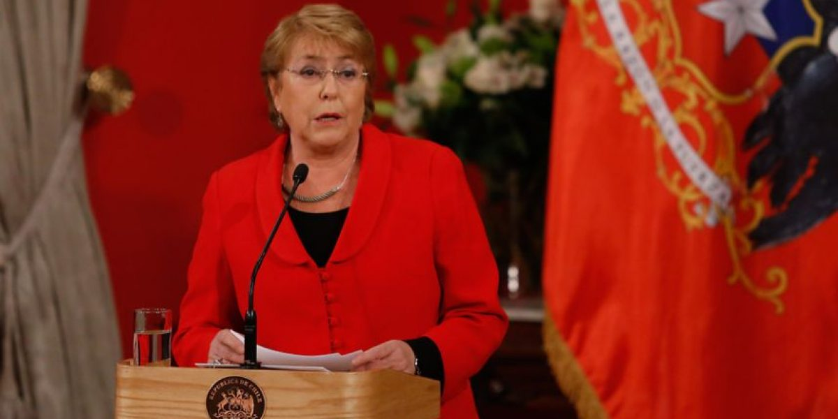 Presidenta Bachelet confirma a través de Twitter cambio de gabinete