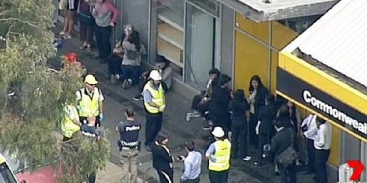 Hombre se prende fuego en un banco y resultan heridas 26 personas en Australia
