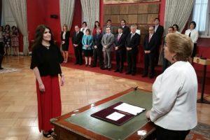 La nueva vocera ya formó parte del Gobierno de Bachelet, cuando al inicio de su segundo periodo, Narváez se desempeñó como jefa de Gabinete de la Presidencia, cargo que dejó a mediados de 2015 para hacer uso del derecho de prenatal. Foto:Prensa Presidencia. Imagen Por: