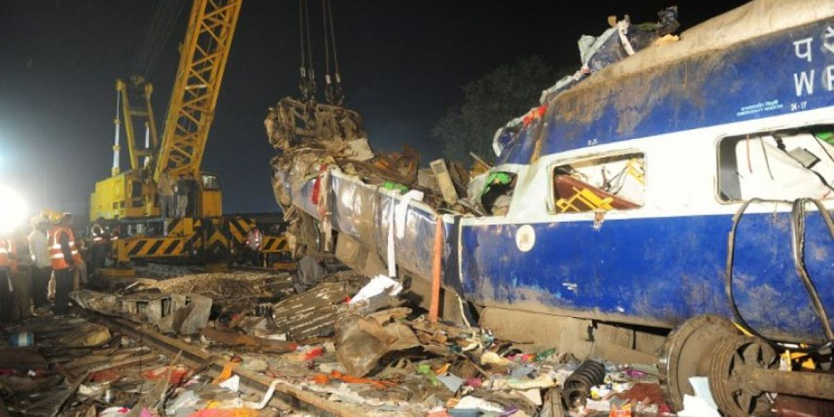 Asciende a 142 el número de muertos en accidente de tren en India