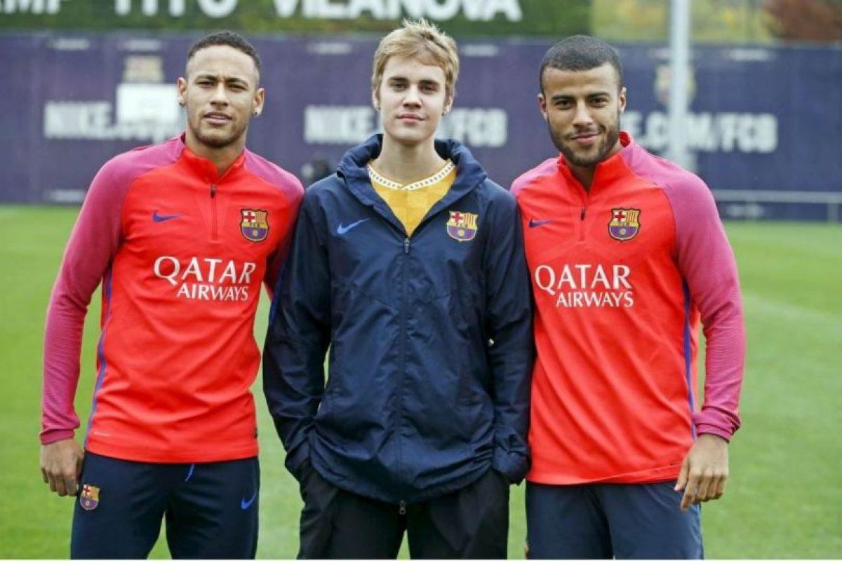 Justin Bieber compartió con su amigo Neymar en el entrenamiento de Barcelona Foto:Twitter FC Barcelona. Imagen Por:
