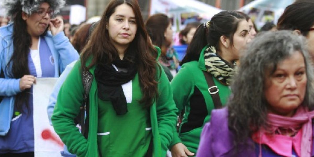 INE: Mujeres destinan 3 horas más que los hombres a trabajos no remunerados