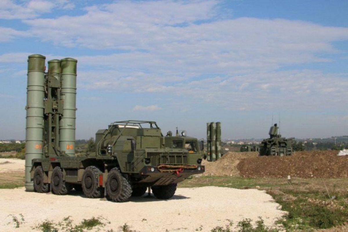 Rusia desplegó el moderno sistema de misiles móviles S-400 en Kaliningrado. Foto:AFP. Imagen Por: