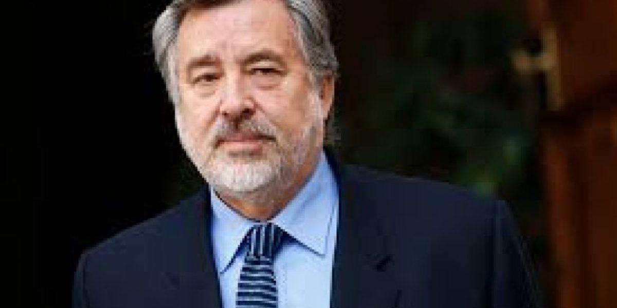 Camilo Escalona: Guillier declinó participar en las primarias del PS