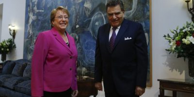 Don Francisco hace reconocimiento a Bachelet por respaldo a la Teletón: