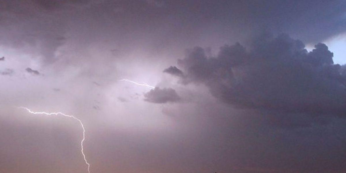 Declaran alerta temprana preventiva en tres regiones del país por tormentas eléctricas