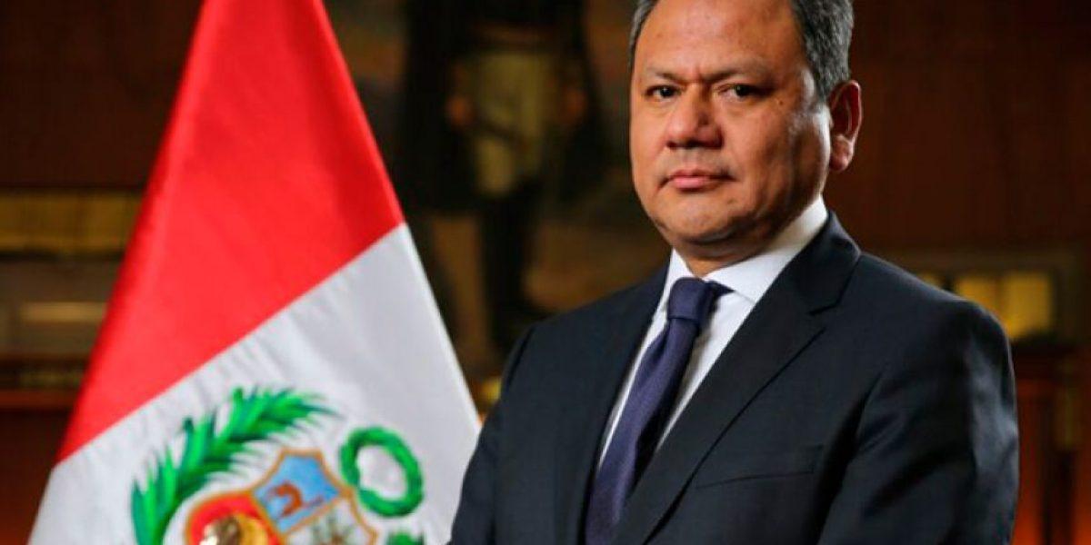 Ministro peruano renuncia tras escándalo por romance: